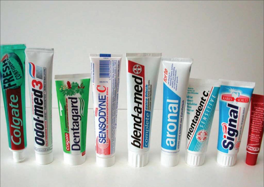 """Der Visuelle Code """"Zahnpasta Packaging"""" dient auch der Orientierung des Konsumenten im Supermarktregal"""