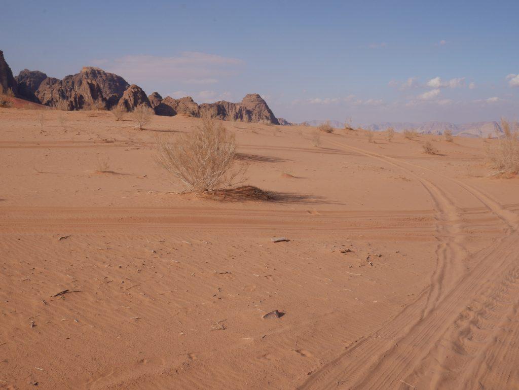 Sand und Stein soweit das Auge reicht: das Wadi Rum ist das größte Tal Jordaniens