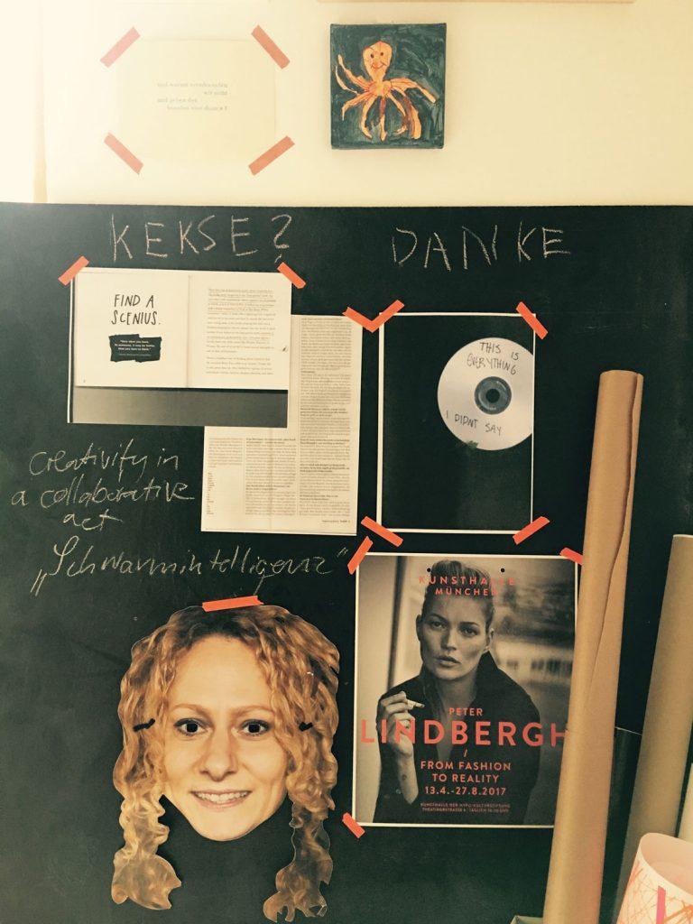 Pinnwand mit Lindbergh-Poster, Austin Kleon-Kopie und CD mit der Aufschrift »Everything I didnt say«