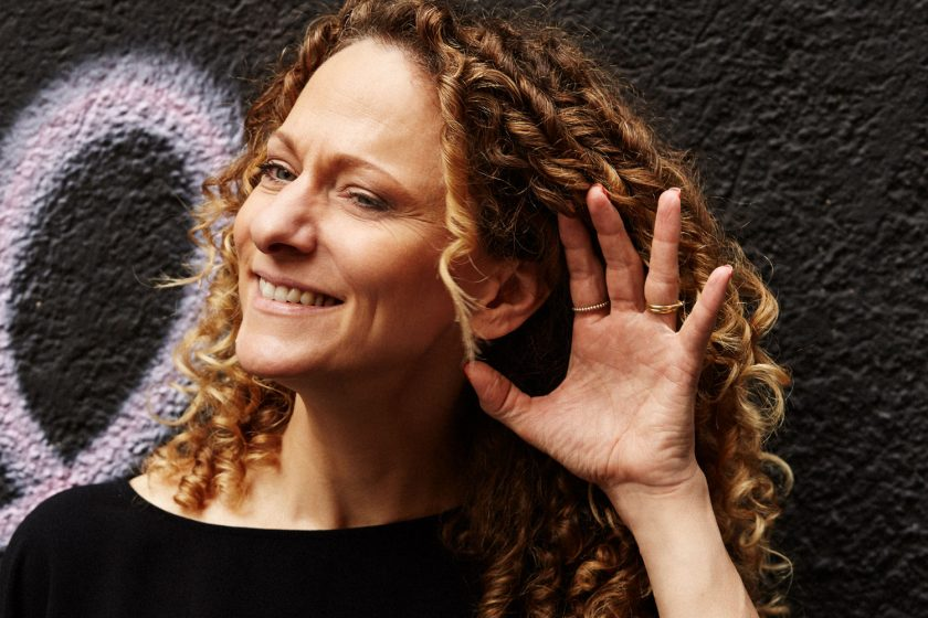 Julia Peglow: Designstrategin, Autorin, Hochschuldozentin