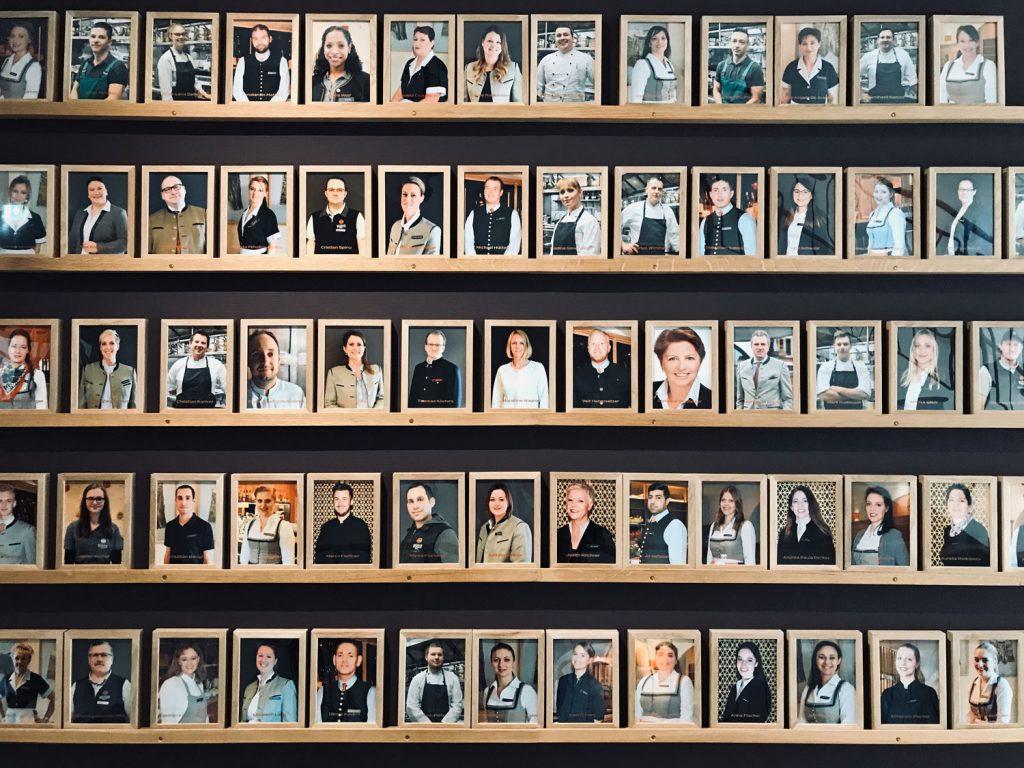 Die Mitarbeiterwand – von jedem ein Foto